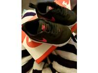 Black Nike toddler trainers