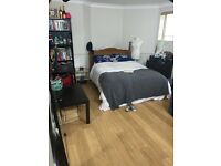 Large double room available from the 1/09 in clapham ( 9/10 months contract)