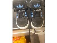 Adidas boys trainers kids size uk 4