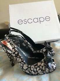Black& white print high heels