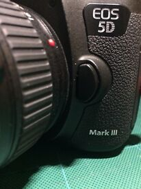 CANON 5D MK3 BODY ONLY MINT WITH BOX 2 BATTERY AND CHARGER CANON STRAP