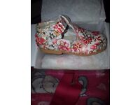 Brand new girls shoe's size 8