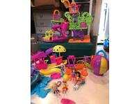 Loads of polly pocket with clothes and accessories