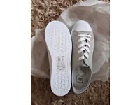 Ladies shoes, Brand New - Size 6