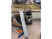 Omnipole gutter vacuum system
