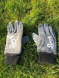 Kookaburra Boys/Girls Cricket gloves. Junior Size