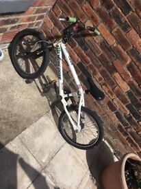 Mongoose bmx bike all working cut could do with a little rift with black spray/paint