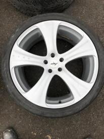 Kahn 22 inch rsc wheels new tyres Range Rover