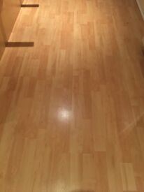 30 sqm of solid oak wood laminate in excellent condition (With off cuts). Very easy to lay