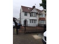 -BEAUTIFUL DOUBLE ROOM IN VERY NICE HOUSE AVAILABLE NOW-