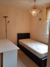 Cosy room! Perfect Location! Just 5mins to tube!