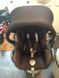 Maxi cosy car seat with cosytoes