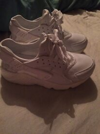 Huaraches black or white new condition