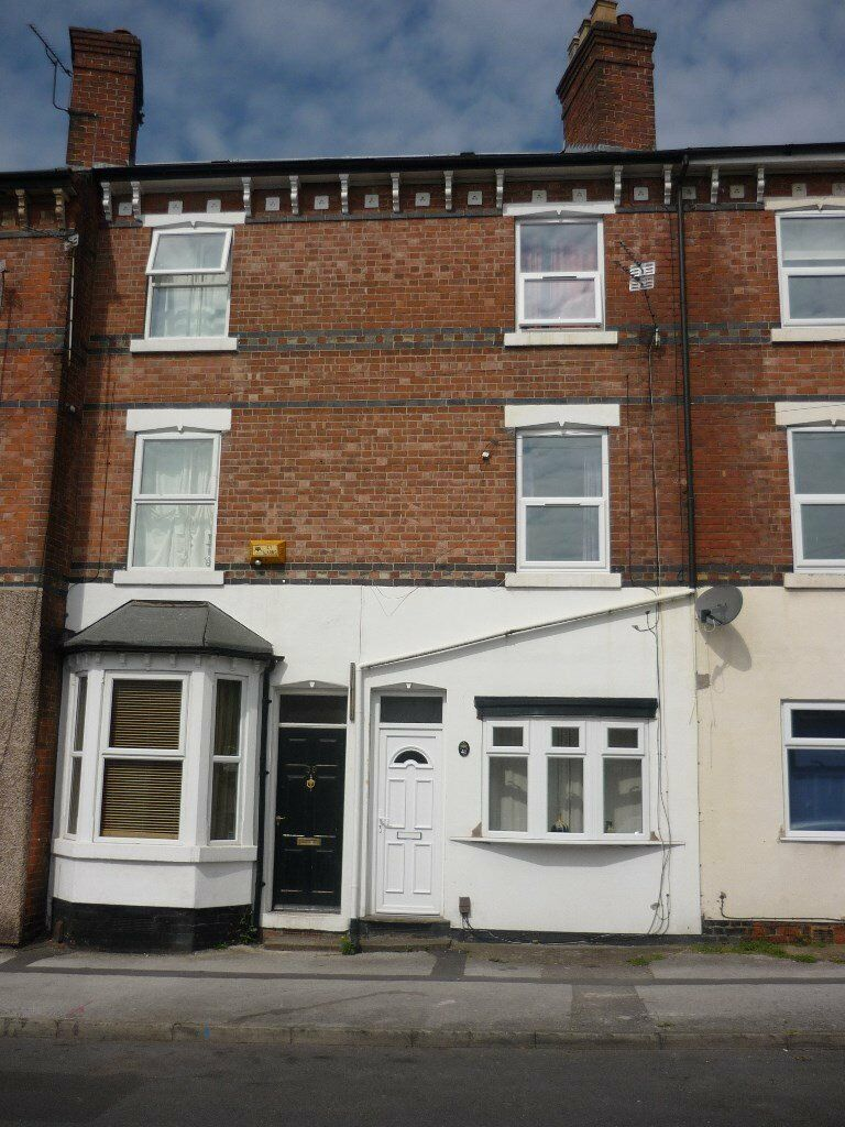 Three bedroom property on Loscoe Road, Carrington