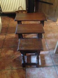 Set of 3 dark oak side coffee tables