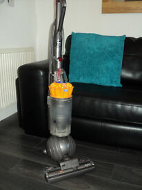 DYSON DC40 ROLLERBALL HOOVER / VACUUM CLEANER. BARGAIN £90