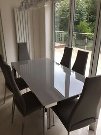 Dining table extending and 6 chairs, brand new!