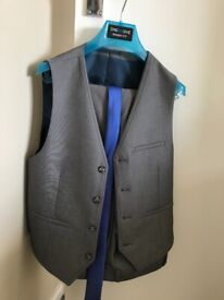 Boys 3 Piece Grey Suit (Worn once)