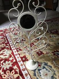 Mirrored jewellery stand