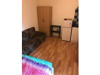 FURNISHED STUDIO FLAT CLOSE TO TOWN CENTRE STATION & BURY PARK LUTON £560INC BILLS