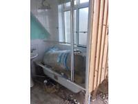 Bath shower screen