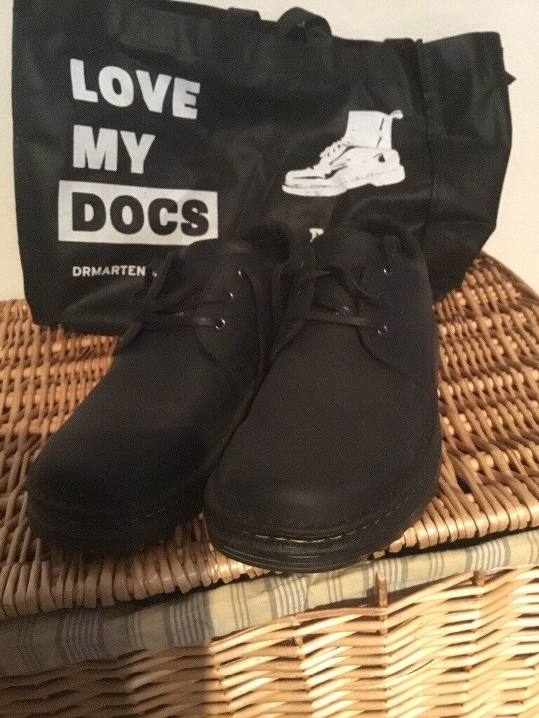 Dr martens shoes. Hazleden air cushioned Size 9