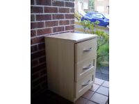 FREE Bedside table\chest of drawers