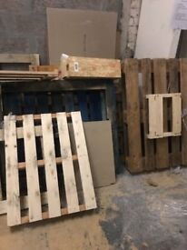 Free wooden pallets / wood pieces