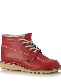 Adults size7 Genuine Kicker Boots