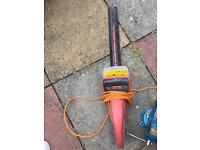 Hedge trimmer with guard