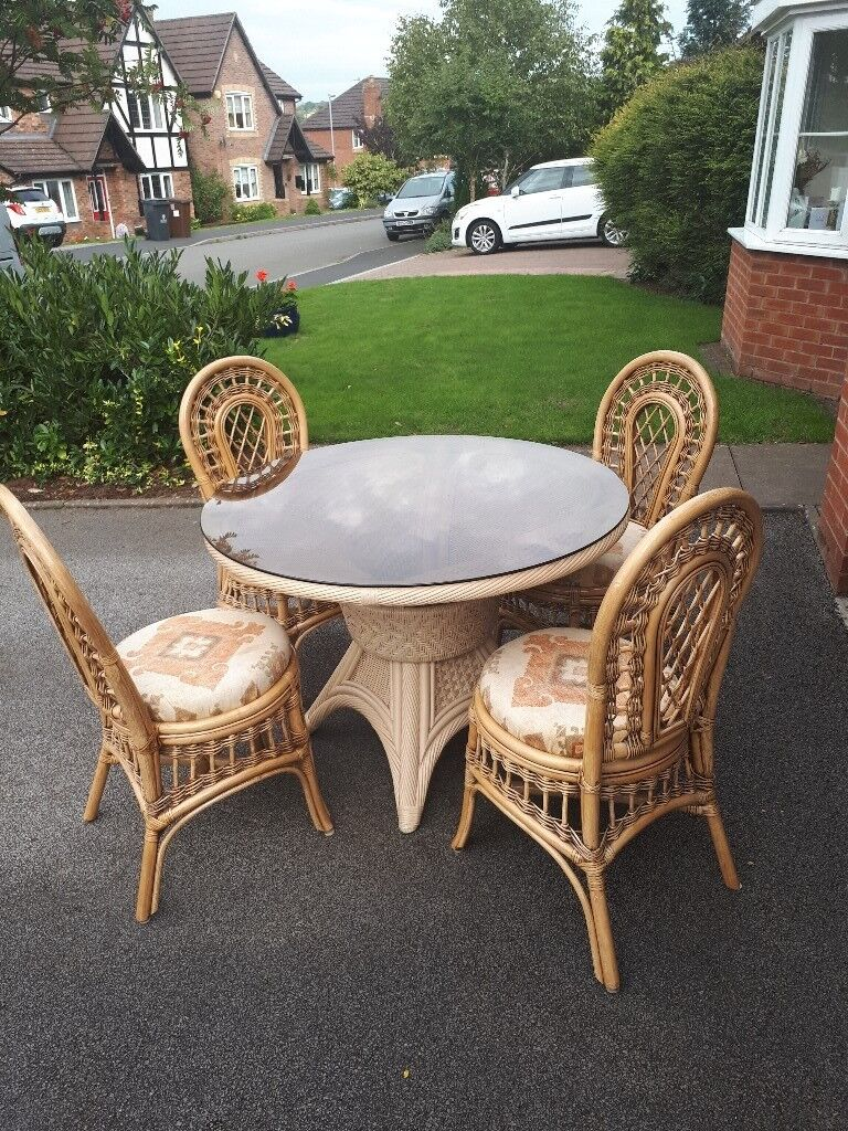 Round glass table and 4 wicker chairs