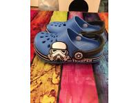 Lovely boys Star Wars croc style shoes size 8 fab con
