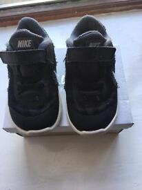 Boys Nike trainers size uk7.5