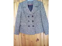 Ladies tweed jacket very good condition size 12/14approx23inslong rarely .worn