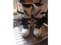 Size 4 motorcross boots like new, child's medium body armour like new