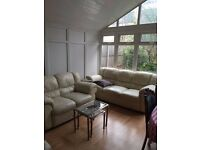 **DOUBLE ROOM IN BEAUTIFUL HOUSE WITH HUGE GARDEN AVAILABLE NOW**