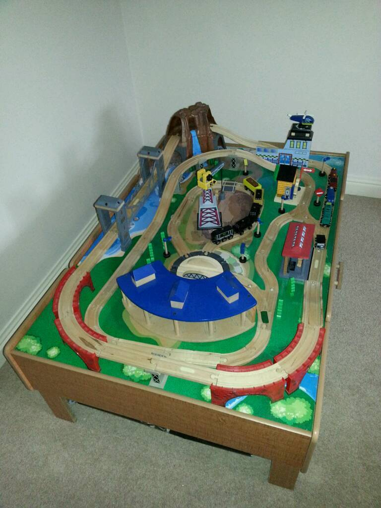 Universe of imagination train table in driffield east for 10 in 1 game table toys r us