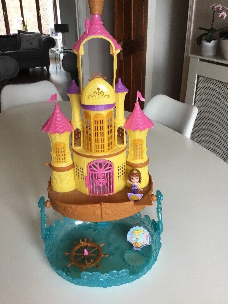 Sofia The First Castle Figure And Dress In Ballygowan County Down