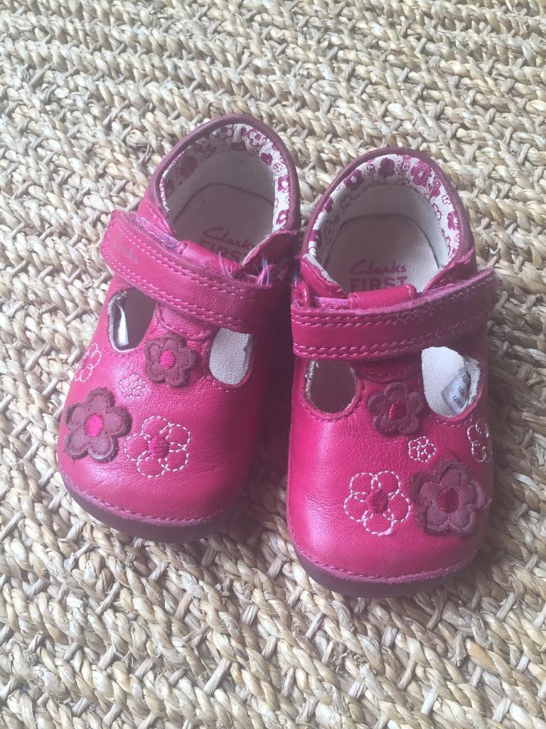 Clarks Girls prewalker shoes 2.5F