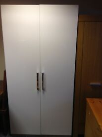 LARGE IVORY HIGH GLOSS WARDROBE WITH 2 HANGING RAILS IN VGC, MEASURES 39.5 INCHES WIDE X 23 DEEP X