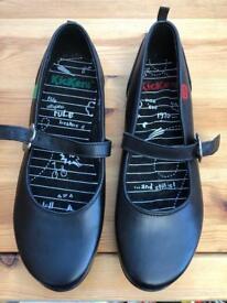Girls size 4 kickers brand new