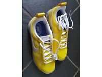 NIKE AIR MAX ladies size 4 trainers
