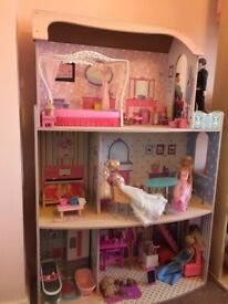 doll house and dolls and accessoires