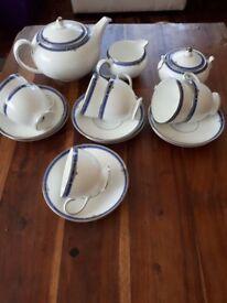 WEDGEWOOD CHINA TEA SET. KINGSBRIDGE. 17 PIECE WITH 2 PINT TEA POT. GOOD COND.