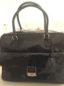 NEW WITH TAGS Anya Hindmarch Black Patent Leather Carker handbag shoulder strap with dustbag