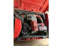 Milwaukee 28v hammer drill 1 battery an charger