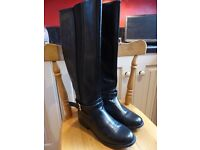 Ladies knee high boots - black size 5