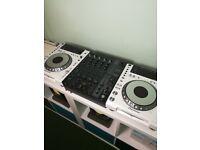 CDJs 850 Pioneer 2 Turntables Decks With Behringer DJX750 Mixer