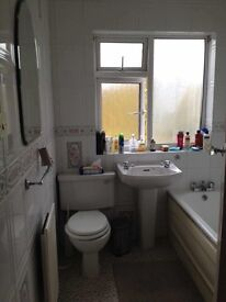 Clean double room for rent in Mitcham including bills