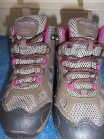 Girls Regatta Crossland Mid junior Walking Boots Size UK 12/ EU 31